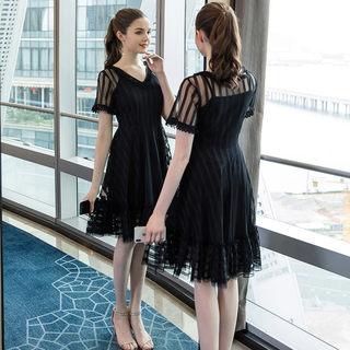 2019夏季新款大码女装微胖时尚简约花边V领网纱包袖连衣裙