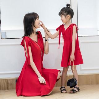 2019夏装新款韩版红色V领亲子装母女装洋气时尚漏肩绑带连衣裙女
