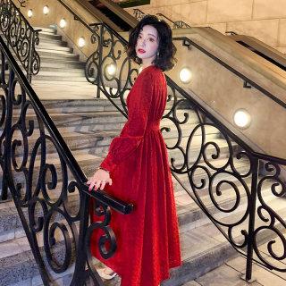 v领气质红色蕾丝拜年连衣裙女2020春装新款法式复古长裙秋冬裙子
