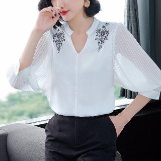 2020秋女款简约时尚刺绣V领显瘦小衫