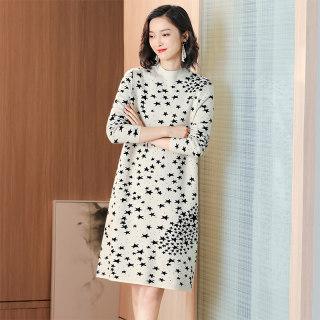 2020春装新款女时尚印花半高领套头针织连衣裙