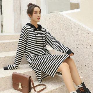 2020春季新款时尚条纹连帽宽松 韩版开叉个性撞色连衣裙