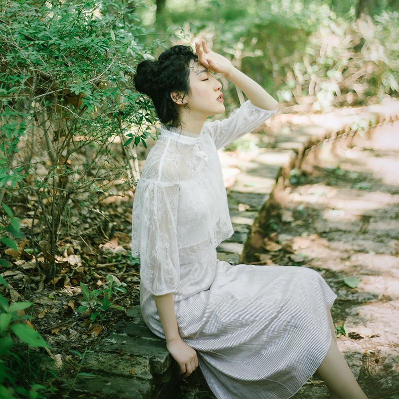 新款灯笼袖蕾丝衫宽松时尚复古灯笼袖蕾丝衫复古文艺镂空灯笼袖蕾丝衫