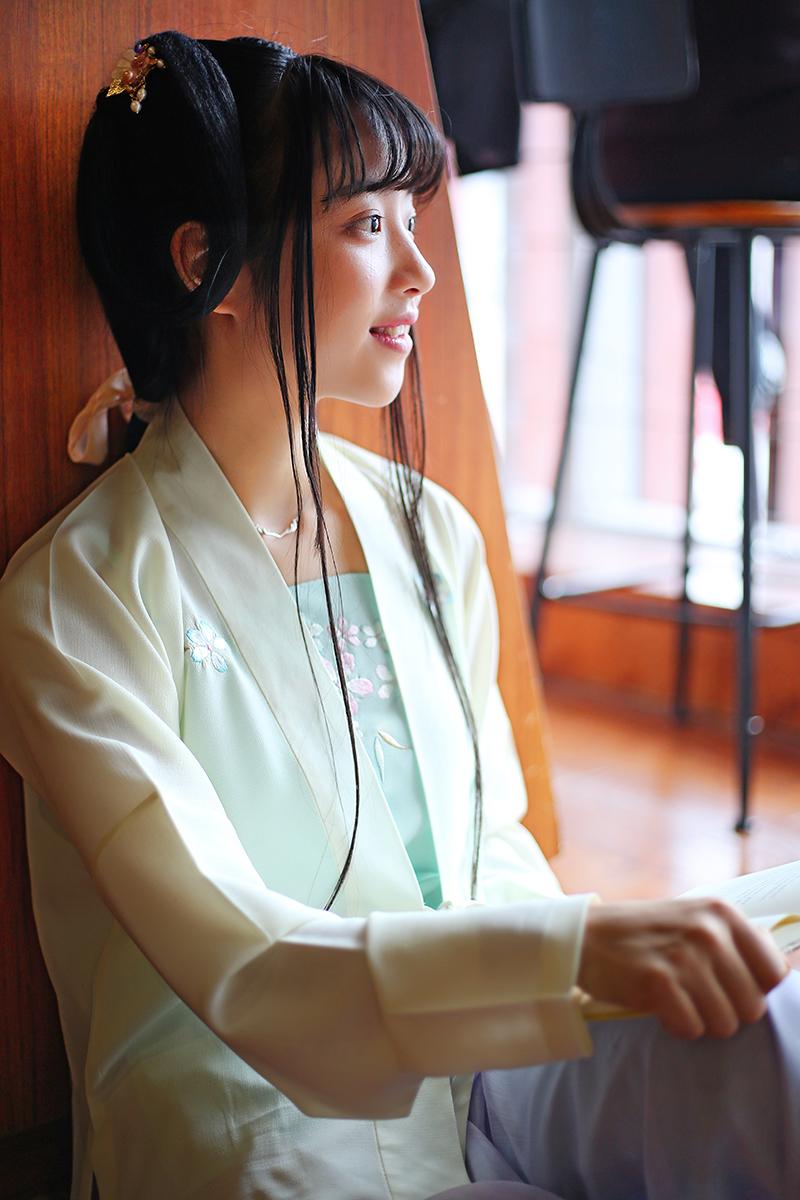 古典女装对襟上襦刺绣汉服+古典吊带宋裤