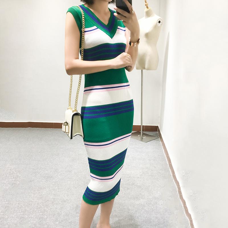 夏季新款修身针织冰丝连衣裙修身显瘦条纹包臀冰丝针织连衣裙无袖中长款针织冰丝连衣裙