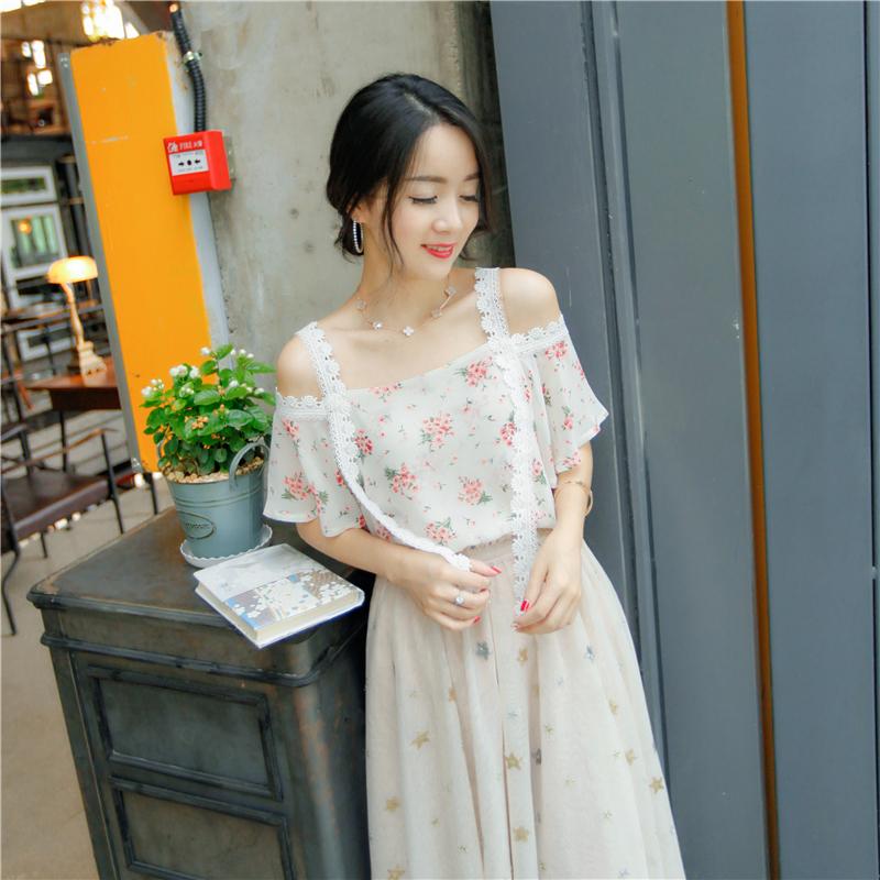 新款夏装日系蕾丝短袖雪纺衫日系印花小碎花蕾丝雪纺衫蕾丝拼接漏肩短袖雪纺衫