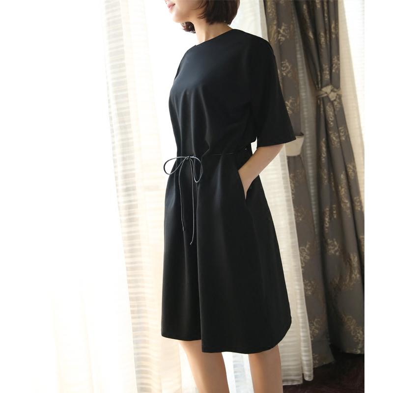 黑色系带廓形连衣裙反复斟酌版型,收腰显胸