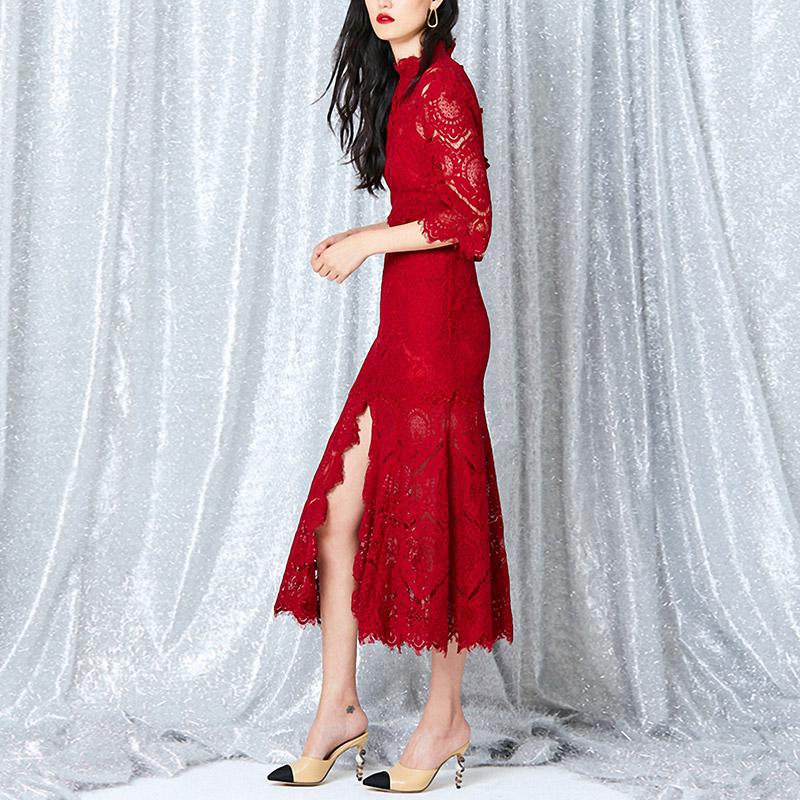 夏季新款名媛包臀蕾丝连衣裙新娘敬酒修身中长款红色丝连衣裙