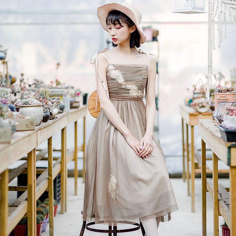 夏装新款仙气双层网纱吊带连衣裙,新款女装立体花朵蝴蝶结镶钻吊带连衣裙,一字领高腰复古蕾丝吊带连衣裙