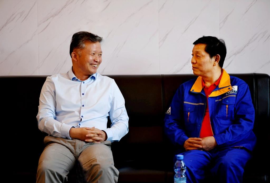 骆新耿会见中国十五冶公司总经理喻...