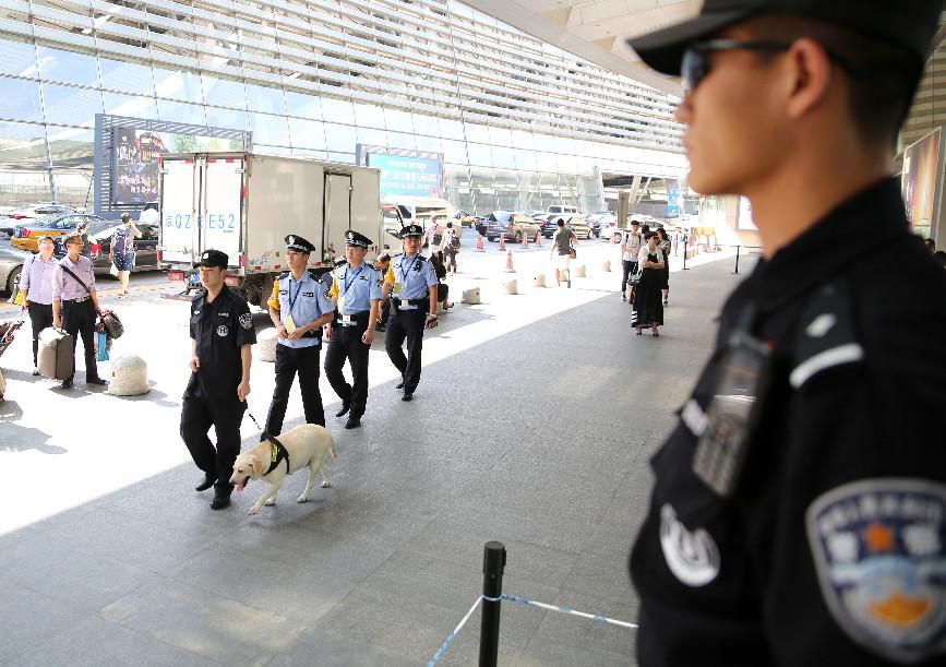 北京公交警方集中销毁4吨安检查获禁带品