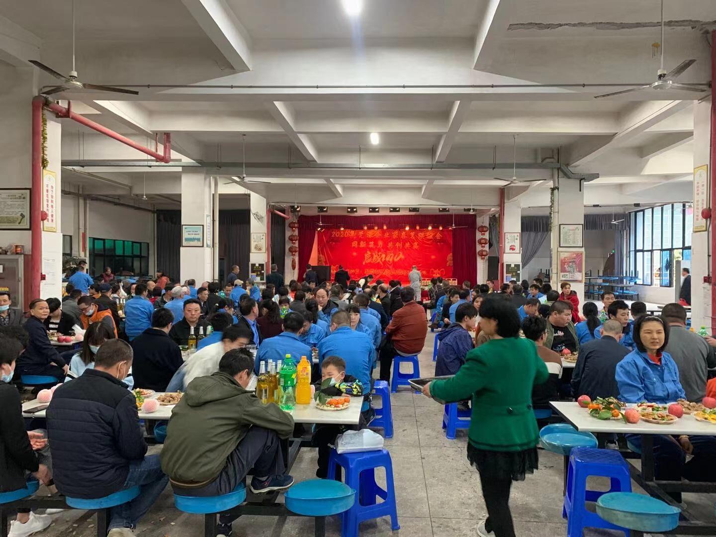 """春节不打烊,澳星公司为留厂员工添""""年味"""""""