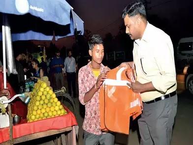 印度班加罗尔的反光衣捐赠计划