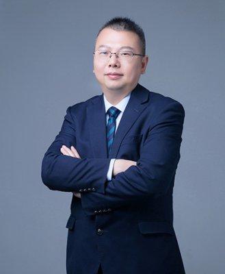 何肖龙   首席律师