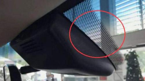 汽车前挡玻璃上的小黑点和黑边到底有什么作用呢