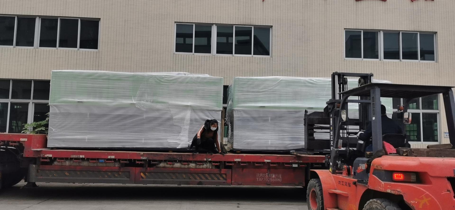 助力消毒水药包材企业 两台吹瓶机紧急发货