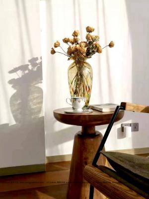 阳台休息区一角,原木色桌椅与洒落进来的阳光让人舒服,不负时光,一杯咖啡、一本喜欢的书,真是一个温馨惬意的下午。