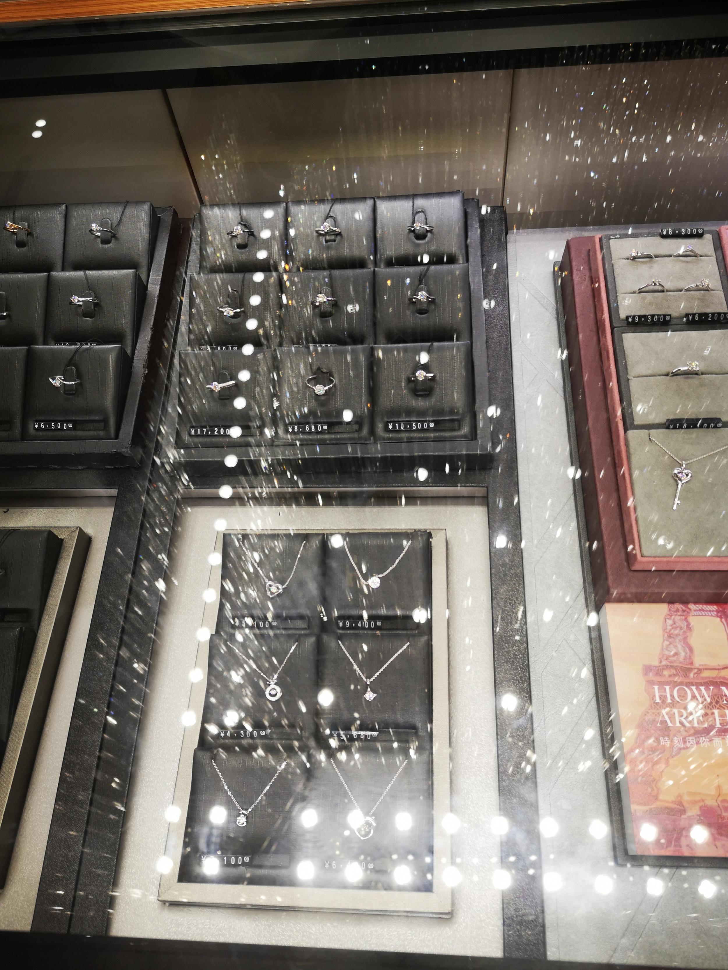 亚克力产品展示柜_防反光亚克力 博物馆展示柜应用