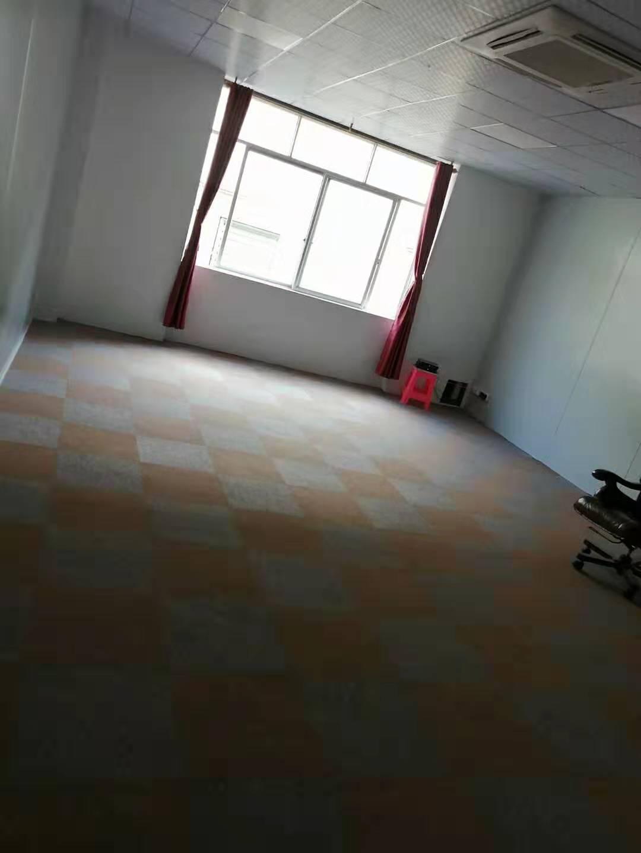 尚城物业企业办公室方块地毡拼铺完工