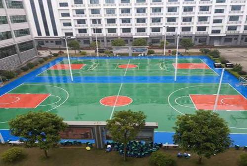 某企业职工篮球场翻新硬地丙烯酸篮球场完工...