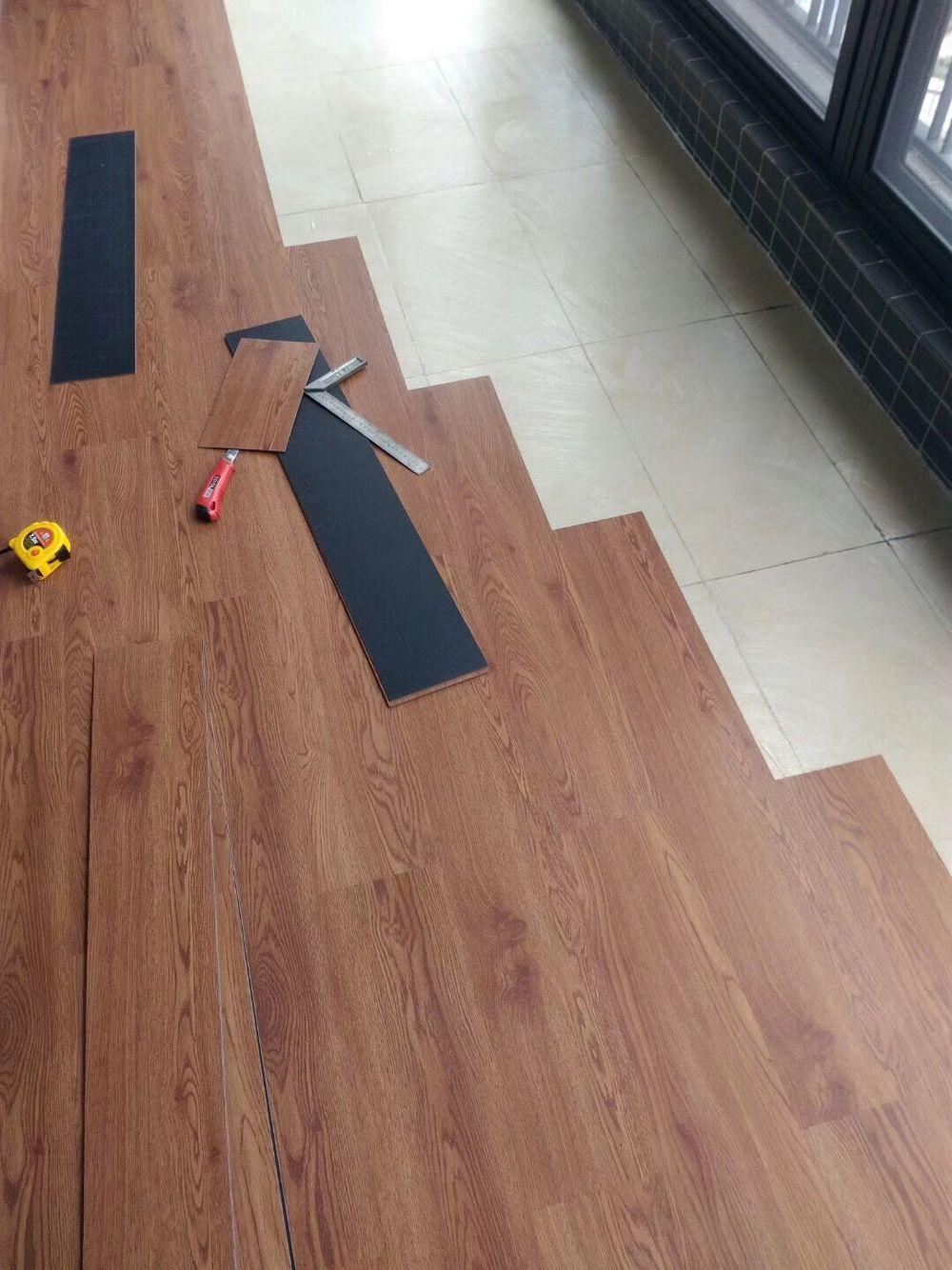刷胶木纹pvc地板施工案例,专业木纹pv...