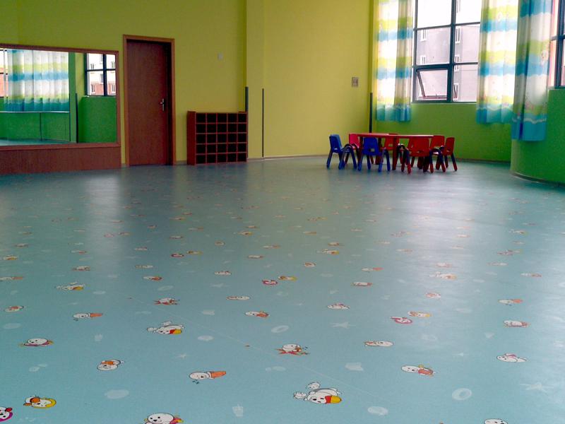 家装使用PVC卷材地板好还是锁扣地板好,他们有哪些优缺点?