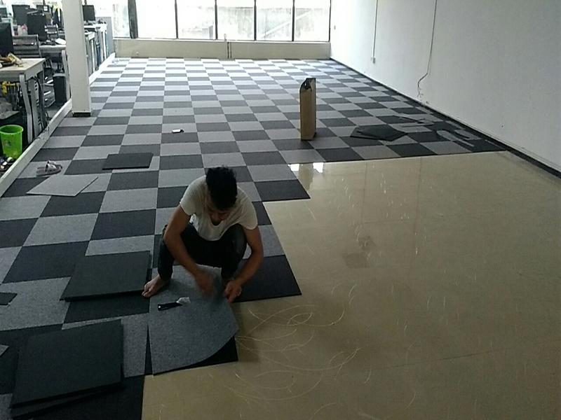 办公室铺地毯合适吗?办公地毯有哪些优点?