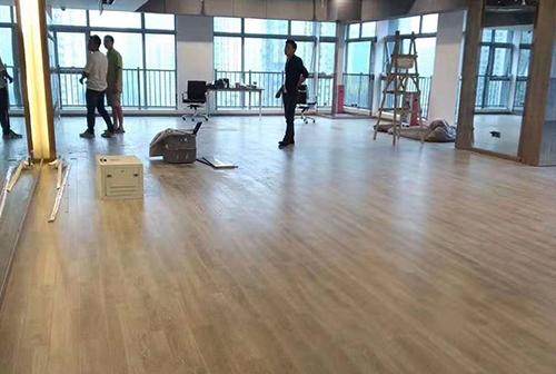 pvc塑胶地板使用时间的长短与正确清洁养护有很大关系