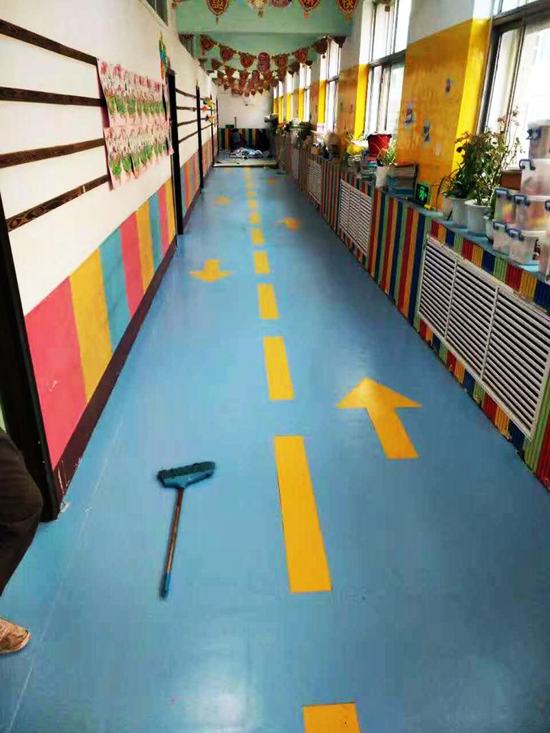 PVC卷材地板安装有哪些步骤?处理地面再安装尤为重要!