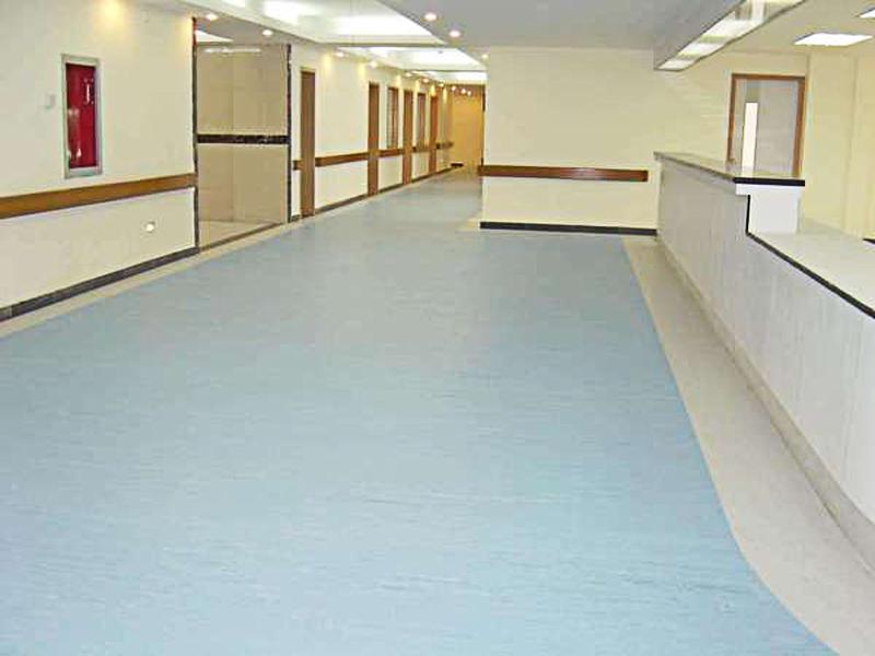 铺装PVC塑胶地板后,在使用过程中应怎么去清洁养护?