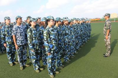 《新人军训》军事拓展课程